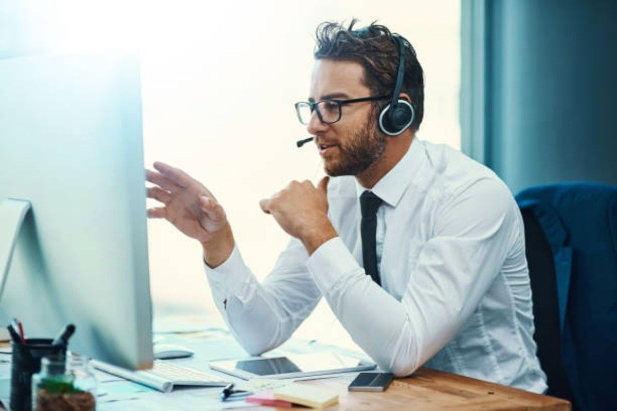 experienced telemarketer closing a deal